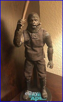 Custom O Sideshow Hot Toys Planet Of The Apes Caged Care Taker 1/6 Figure