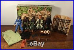 Nice Vintage Mego Planet Of The Apes Lot 5 Figures Weapons Jail Playset Gloves
