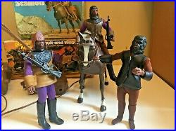 PLANET OF THE APES Mego HORSE CART CATAPULT AND FIGURES. Vintage