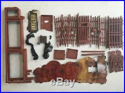Planet Of The Apes Mego Forbidden Zone Trap Playset 34 Part Lot