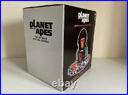 Planet of the Apes Limited Edition Collectors Item 10943 BNIB