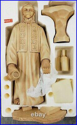 SIDESHOW The PLANET of The APES The LAWGIVER 18.5 STATUE. Figure/BOX are MINT