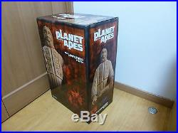 Sideshow LAWGIVER PLANET of APES 18 STATUE Figure new no used hottoys