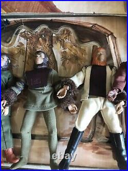 VINTAGE 1974 MEGO PLANET OF THE APES VILLAGE FOLD OUT PLAYSET And 5 Figures