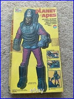 Vtg original planet of the apes 3 dimensional wall plaque! Milton Bradley RARE